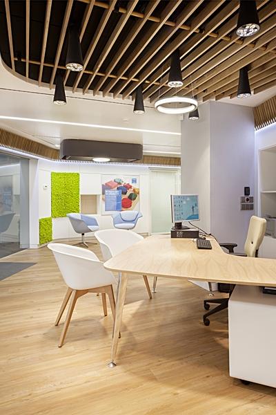 El nuevo modelo de oficina comercial de sanitas for Oficinas seur alicante